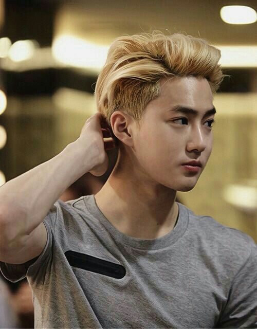 Can he go blonde again please? I just love this look on him.