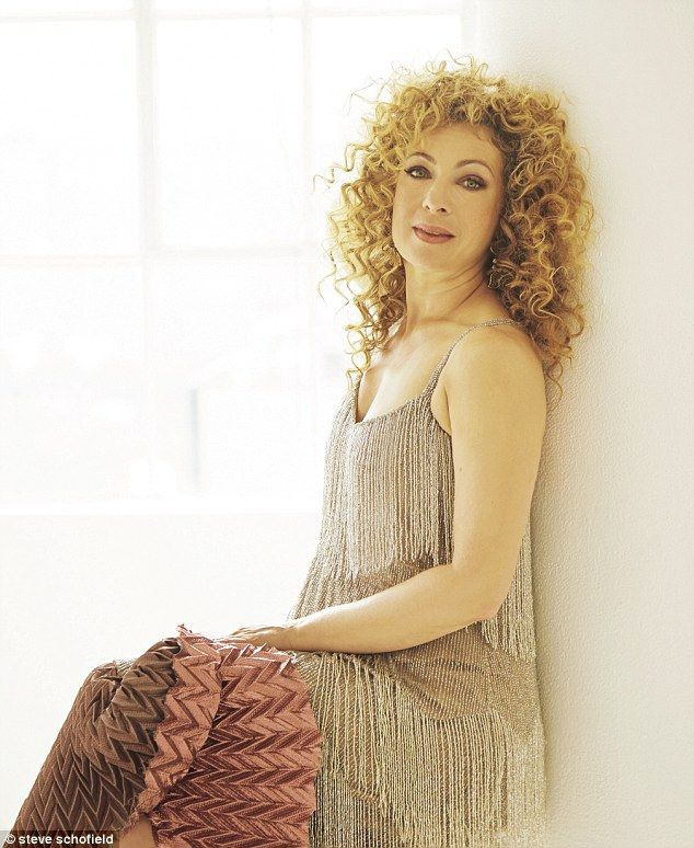 Alex kingston lesbian scene 11