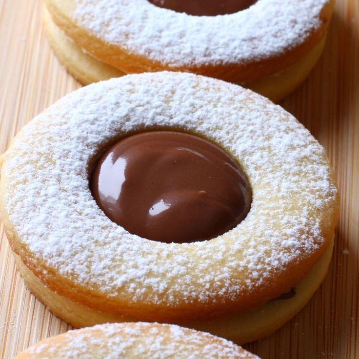 """8,706 Likes, 127 Comments - Ayşegül Usluer (@hamurger) on Instagram: """"Favori kurabiye tarifim 😌 nutella dolgulu kurabiye; Malzemeler: 150 gr oda sıcaklığında tereyağ 1…"""""""