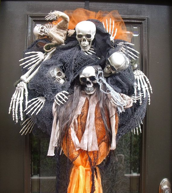 scary halloween wreath skull wreath skull and bones by luxewreaths - Scary Halloween Crafts