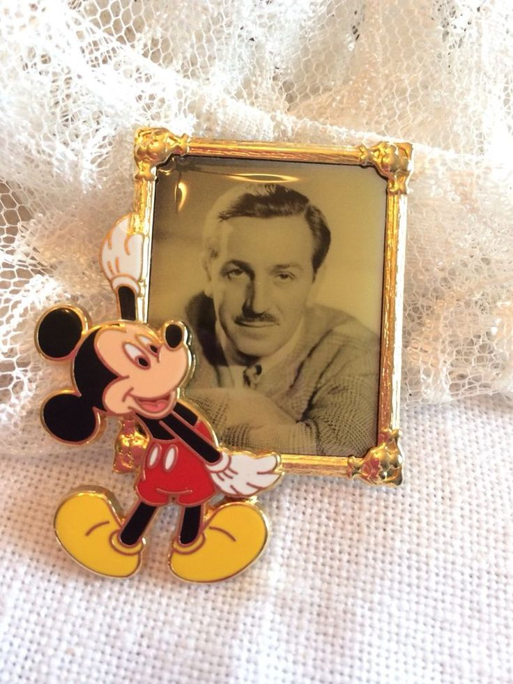 Gorgeous Walt Disney picture frame with Mickey pin official pin trading 2006 #Disney