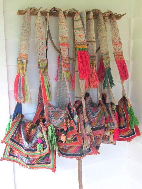 Découvrez le sac bohème chic et nomade, l'accessoire de mode pour les femmes qui aiment la mode romantique et bohème avec un sac artisanal mode et rare.