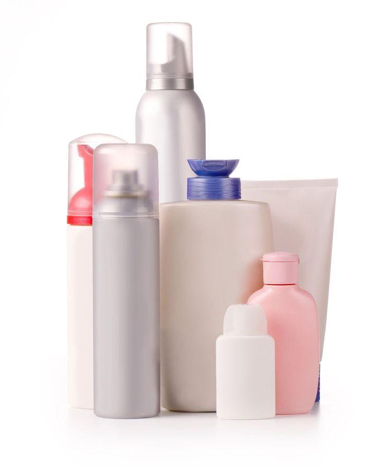 Droogshampoo is ideaal om te gebruiken als je haar een beetje vettig begint te worden en het bijna toe is aan een wasbeurt. Maar je kunt er nog veel meer mee!Een lesje in haarverzorging:droogshampoo gebruiken doe je zo. Voor het…