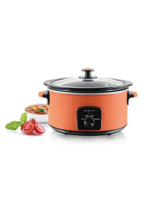 Sunn mat skal lages langsomt.<br>Det gjør man enklest med Emerio slowcooker.<br>- Elektrisk kjele - Slow Cooker på 4,5L kapasitet <br>- Lag gryter og langkokt mat uten å bruke komfyren <br>- Ta ut den keramiske gryten for lett rengjøring evt. maskinvask <br>- Lag mat på en sunn og enkel måte. <br>- Legg i kjøttet, grønnsakene, vannet m.m om morgenen og når du kommer hjem etter jobben er gryten klar. <br>- Maten lages på lav temperatur og kjøttet blir fantastisk mørt. <br>- Effekt 210W <br…