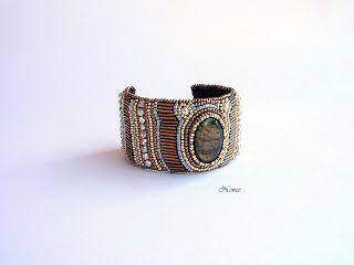 koralikowe fantazje Noiree: Fall in the Forest shining bracelt made from Toho beads. Central piece - labradorite #labradorite #bracelet #embroidery #bracelet