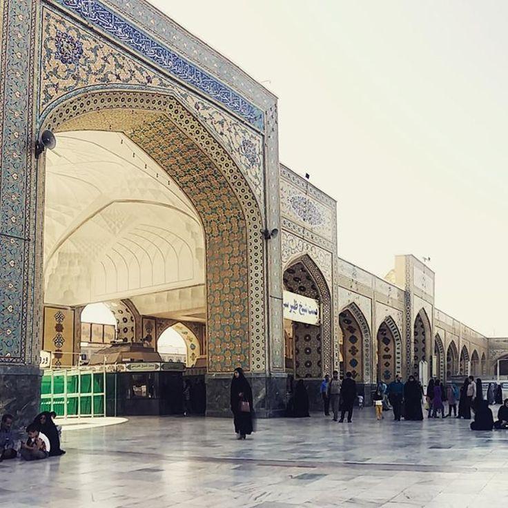 """Polubienia: 644, komentarze: 9 – Globstory (@globstory) na Instagramie: """"#iran #mashhad #islam #harem #meczet #czador"""""""