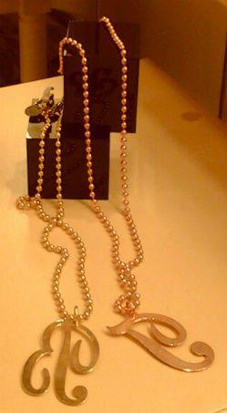 cadenas largas con iniciales en baños oro rosa y oro amarillo.http://marberaltabisuteria.mitiendy.com/categorias/collares