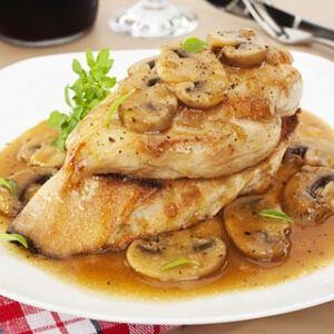 Esta receita de frango marsala é deliciosa, simples e perfeita para um jantar romântico em casa ou um jantar divertido entre amigos! Este prato é rico...