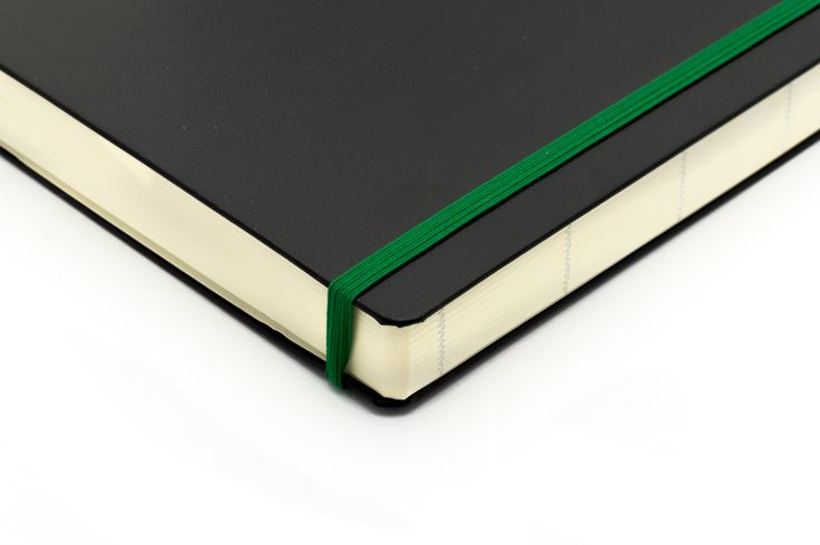"""Hjørnet på en """"Some Lines A Day"""" - 5-års dagbog. Tyk og flot med 365 sider."""