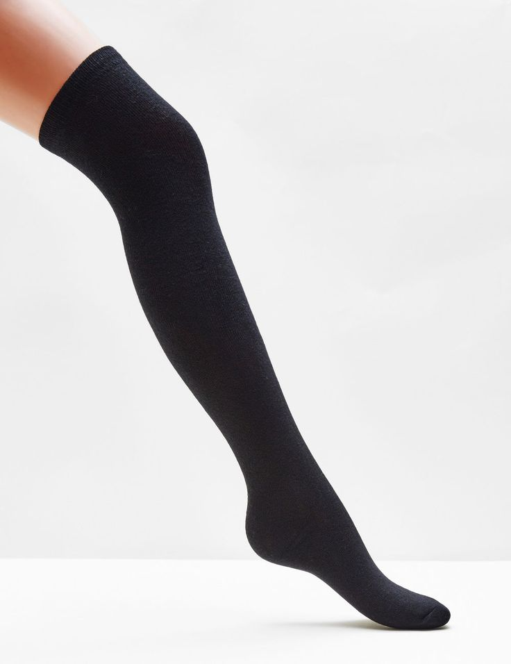 Chaussettes hautes noires - http://www.jennyfer.com/fr-fr/accessoires/collants-et-chaussettes/chaussettes-hautes-noires-10009433060.html