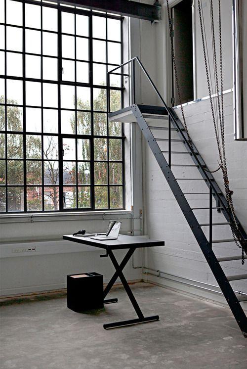 Industrial stalen trappen. Wij leveren deze ook bij www.justusentjebbo.nl | 0626524151