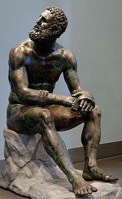 Pugile in riposo, attrinuita a Lisippo, statua in bronzo, altezza 128 cm. Datata nel IV secolo a.C. Rinvenuta a Roma alle pendici del Quirinale nel 1885  Museo nazionale romano