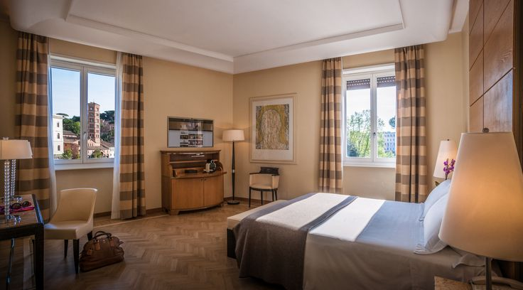 Luminous with particularly spacious rooms. The Double Deluxe room is the ideal solution for your stay in Rome with the entire family.
