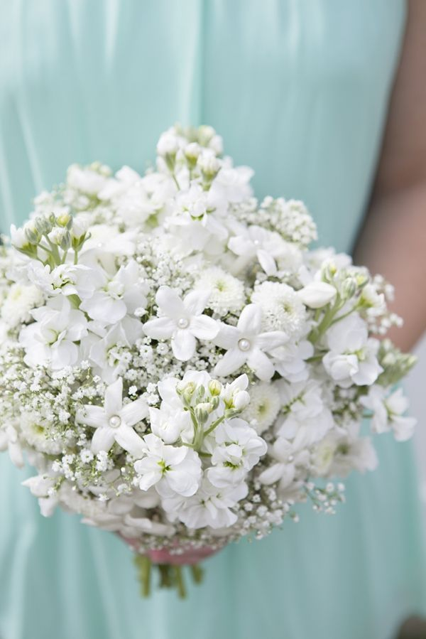 DIY Wedding Bouquet // babies breath and other delicate buds make up this chic bouquet... click through for availability and care tips! #bouquetblueprint