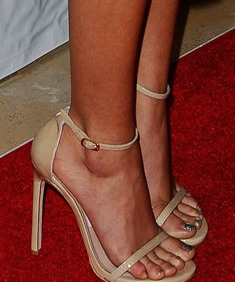 17 Best Images About Celebrity Feet Mixed Leg Cast On
