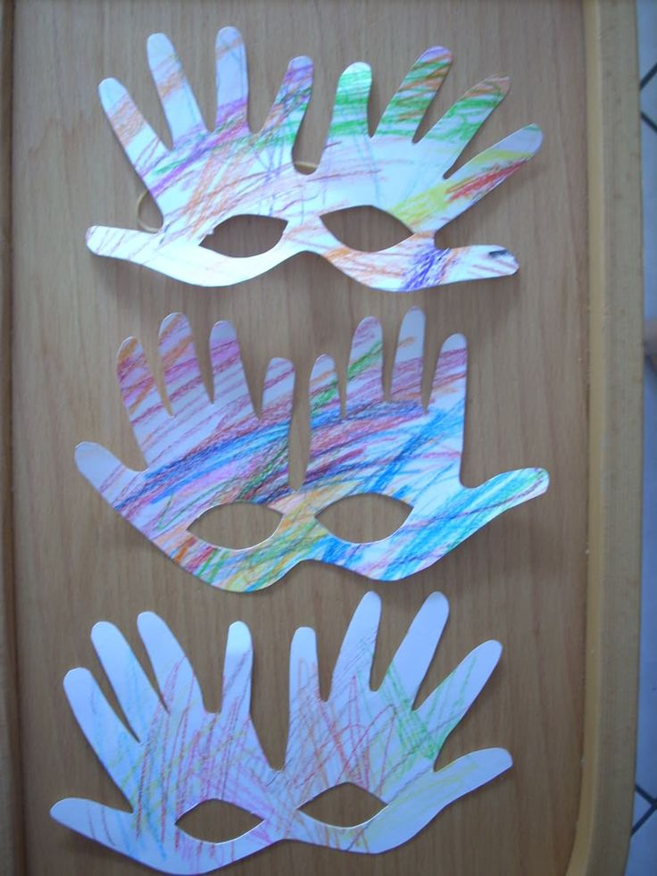 Attività Creative Per Bambini: Maschera di manine per Carnevale