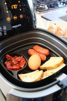 Ontbijtje met worstjes samen en cherry tomaatjes, eitje toch met de Airfryer, lees de lekkere gerechten van Francesca.