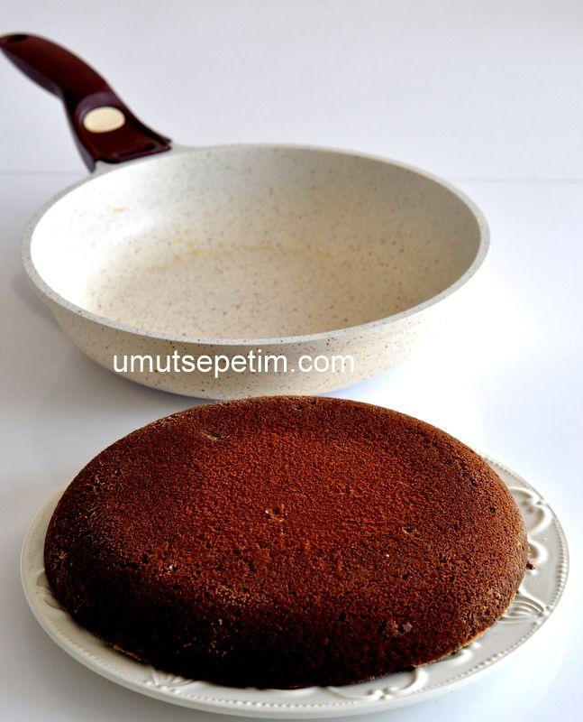 Tavada çikolatalı kek