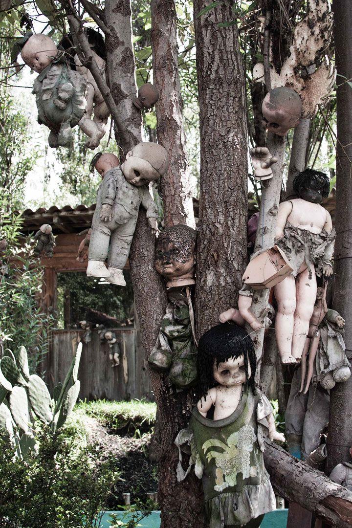 À la découverte d'une mystérieuse île peuplée de poupées…