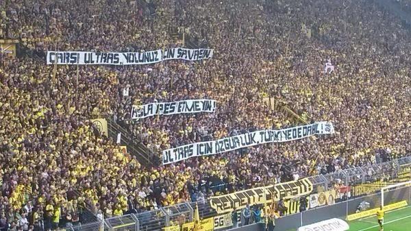 Dortmund Taraftarı, Çarşı İçin Türkçe Pankart Açtı