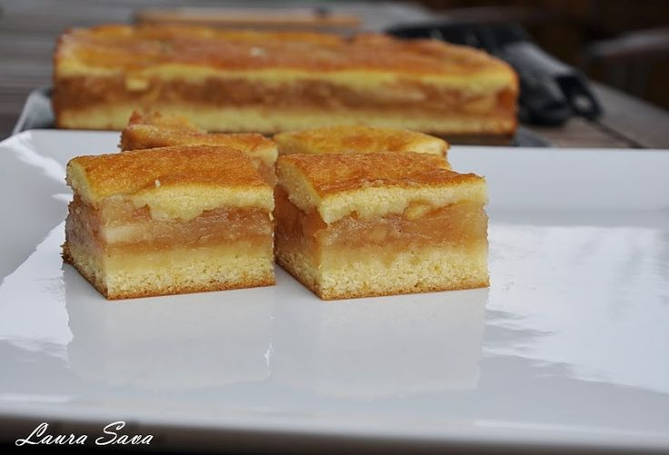 O nebunie de prajitura, aceasta prajitura turnata cu mere!!!!! :P Am facut-o mai demultcu branzasi cu dovleac si a iesit la fel de delicioasa, iar acum, mai recent, cu prune. Tineti cont cala ...