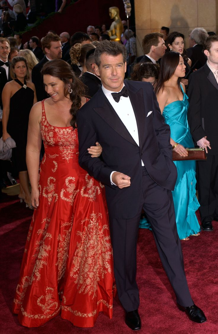 Actor PIERCE BROSNAN & wife KEELY SHAYE SMITH at the 77th Annual Academy Awards at the Kodak The...