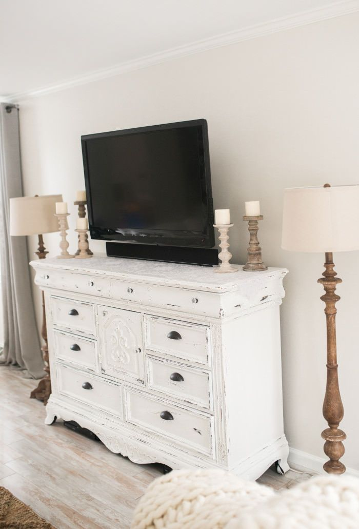 DIY Distressed TV Console    How to Upcycle your furniture. Best 25  White distressed furniture ideas on Pinterest