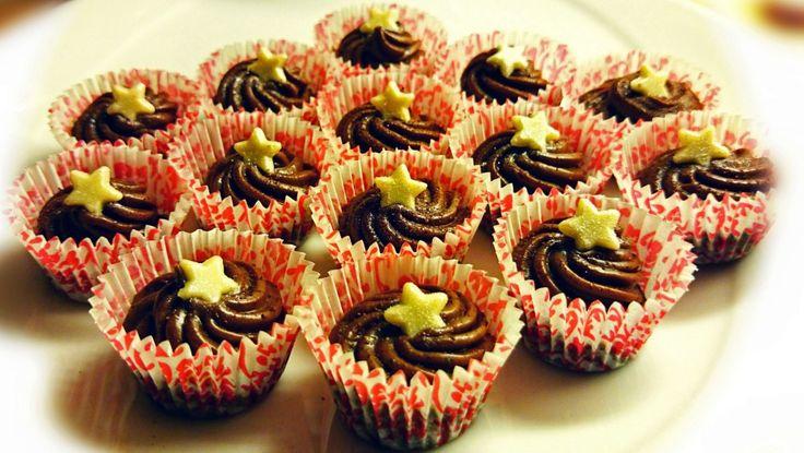 Melkesjokoladetrøfler - Melkesjokoladetrøfler fra Camilla Nielsen laget i små papirformer. - Foto: Camilla Nielsen /