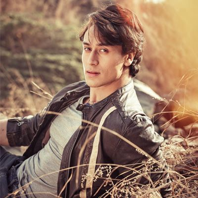 Download Tiger Shroff Hd Wallpapers Photos And Photo Gallery
