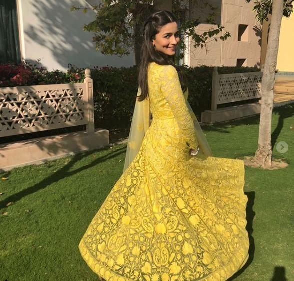 India Tv - Alia Bhatt in splashing yellow (PC: Instagram)