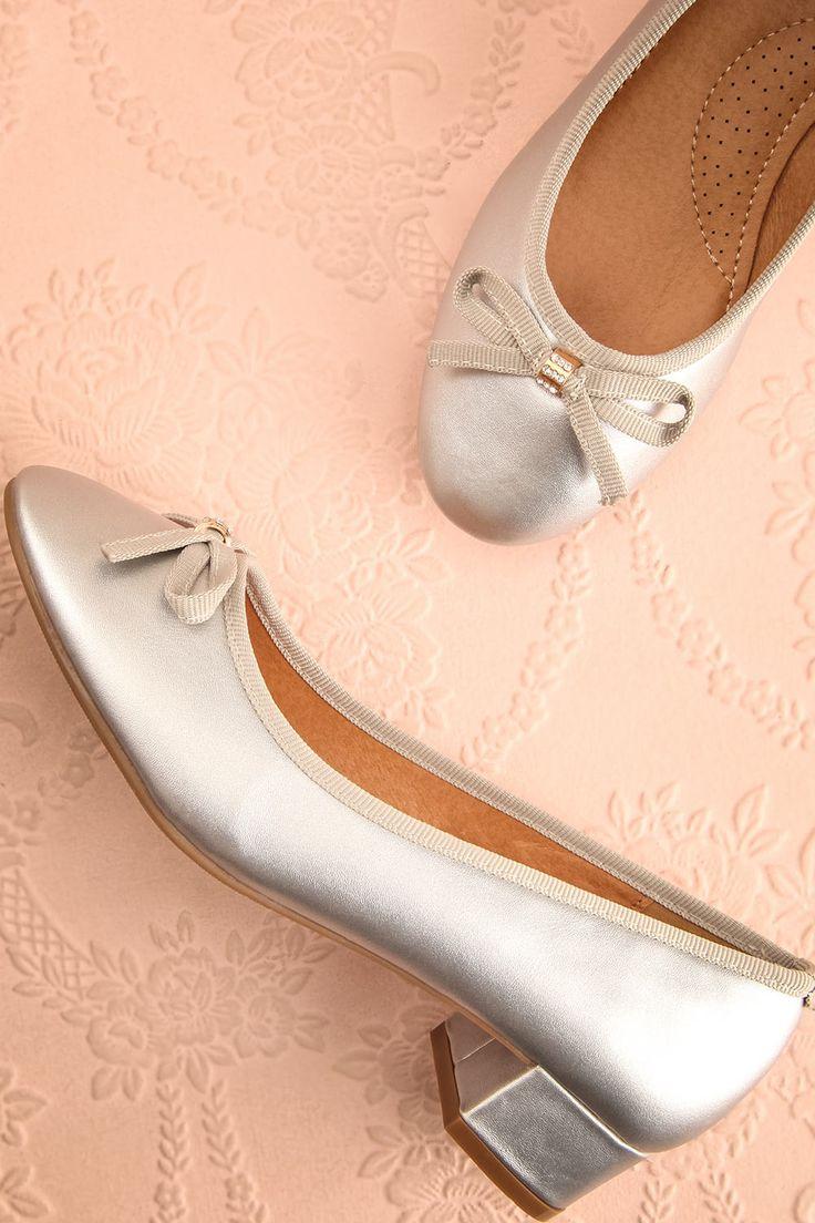 Chaussée de ses mignonnes et confortables chaussures, elle dansa jusqu'à la nuit tombée!   She danced the night away in her cute and comfy heels! Masaya Argent - Silver block heeled shoes www.1861.ca