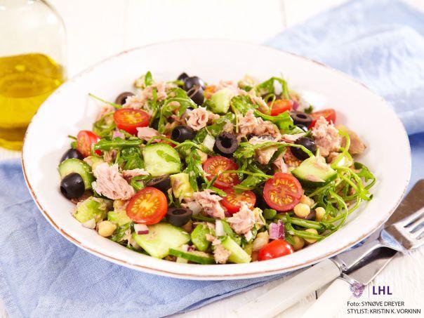 Salat med tunfisk og kikerter