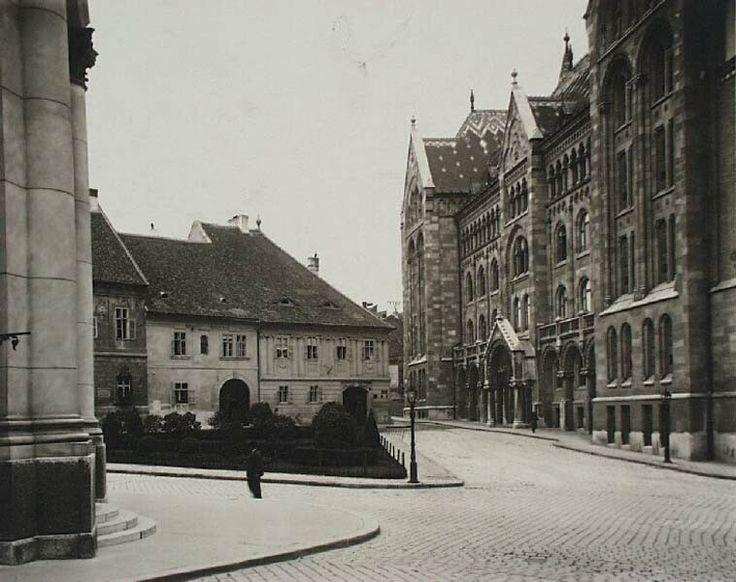 A Bécsi kapu tér, jobb oldalon a Levéltár épületével, 1920-as évek