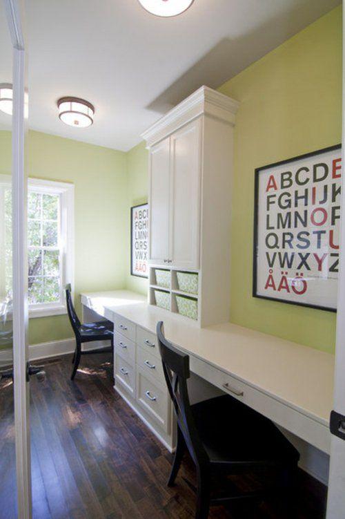 kinderzimmergestaltung minzgrüne Wände weißes Schranksystem mit Schreibtischen