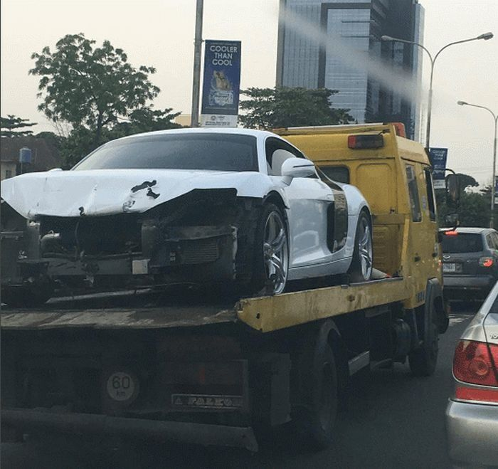 So Sad!! Davido Bashes His N30M Audi R8 (Photos)   Davido who acquired the super car for his 23rd birthday has wrecked it.  It appears an Audi R8 which is allegedly owned by Davido has been wrecked in Lagos after the car was pictured on a flat bed on the streets of Ikoyi Lagos.  The details of the accident remain unknown. However the singer was not involved in the accident as he is currently in the US and reports suggests that one of his friends wrecked it as Davido is known to be free with…