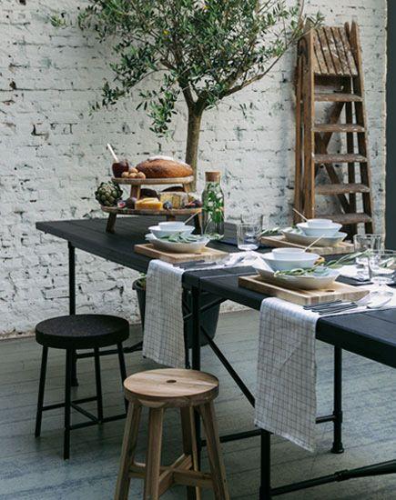 Een gedekte tafel is een lust voor het oog. Maar waar begin je mee bij het dekken van je tafel? Onze tips voor de juiste tafeldecoratie!