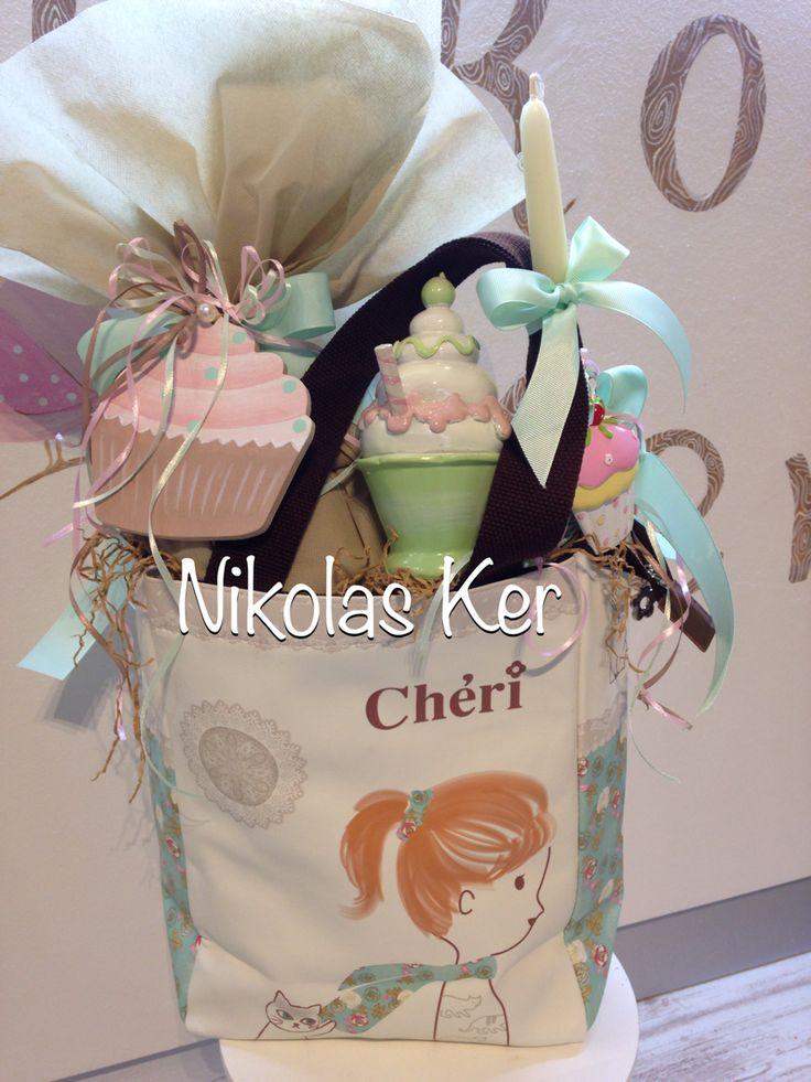 Πασχαλινή τσάντα με σοκολατένιο αυγό & λαμπάδα! Περιέχει κουμπαρά διακοσμητικό. www.nikolas-ker.gr