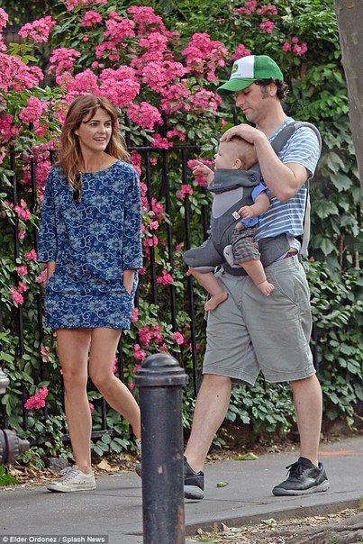 Кери Рассел и Мэттью Риз с сыном
