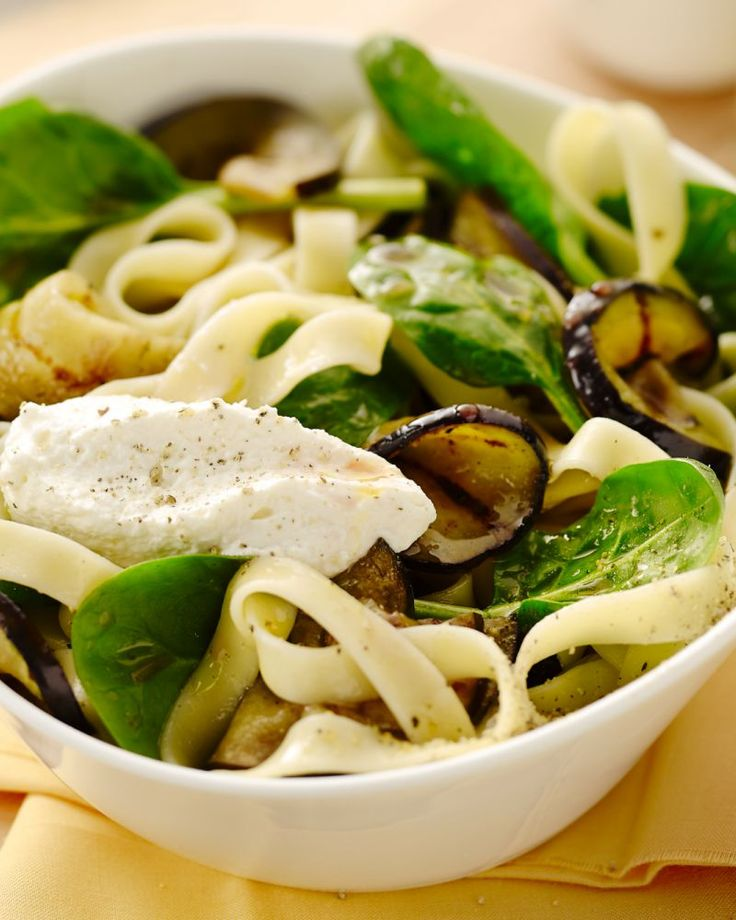 Tagliatelle met spinazie en gegrilde aubergine