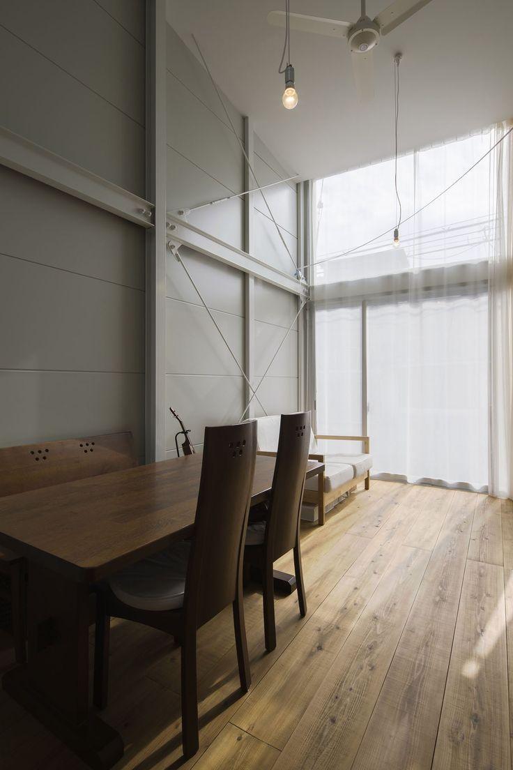 床は厚み35mmの吉野杉足場板。仕上げはお施主様塗装。
