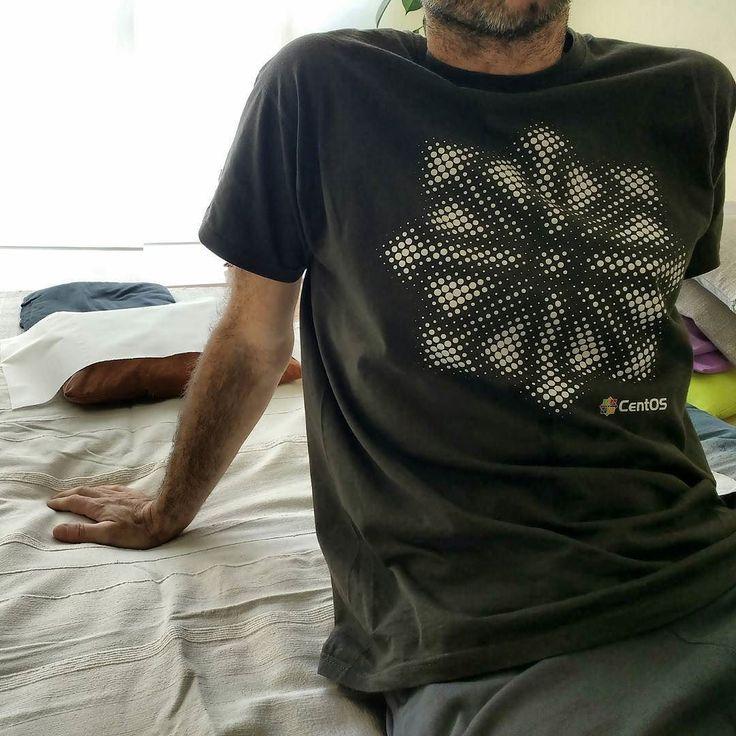 primo esempio di maglietta nerd: CentOs direttamente dal Fosdem 2016 fino a Navacchio per l'offerta #nerdyshirt! Vieni a ricevere #shiatsu con una maglietta nerd (o geek) e paghi solo 45 fino al 18 maggio =
