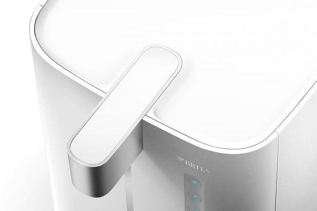 """Für Brita gestaltete Pearl Creative den neuen Wasserspender """"Yource Pro Top"""". Seine puristische Formensprache, die auch die Rückseite einschließt, orientiert sich an Kaffee-Vollautomaten und bereitet Trinkwasser individuell auf.   #Consumer #Hausgeräte"""