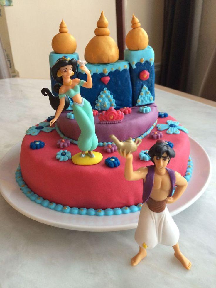 Gâteau sur le thème Jasmine, Aladin et le palais des Mille et une nuits  Découvrez comment le réaliser vous-même avec un tutoriel en images sur mon blog Les délices d'Anaïs.  https://lesdelicesdanais.net/tutoriels/jasmine-aladin-et-le-palais-des-mille-et-une-nuits/  #cakedesign #tutoriel #gateau #patisserie #pateasucre #gâteau #anniversaire #birthday #birthdaycake #cake #Disney #Jasmine #Aladin #palaisdesMilleetunenuits