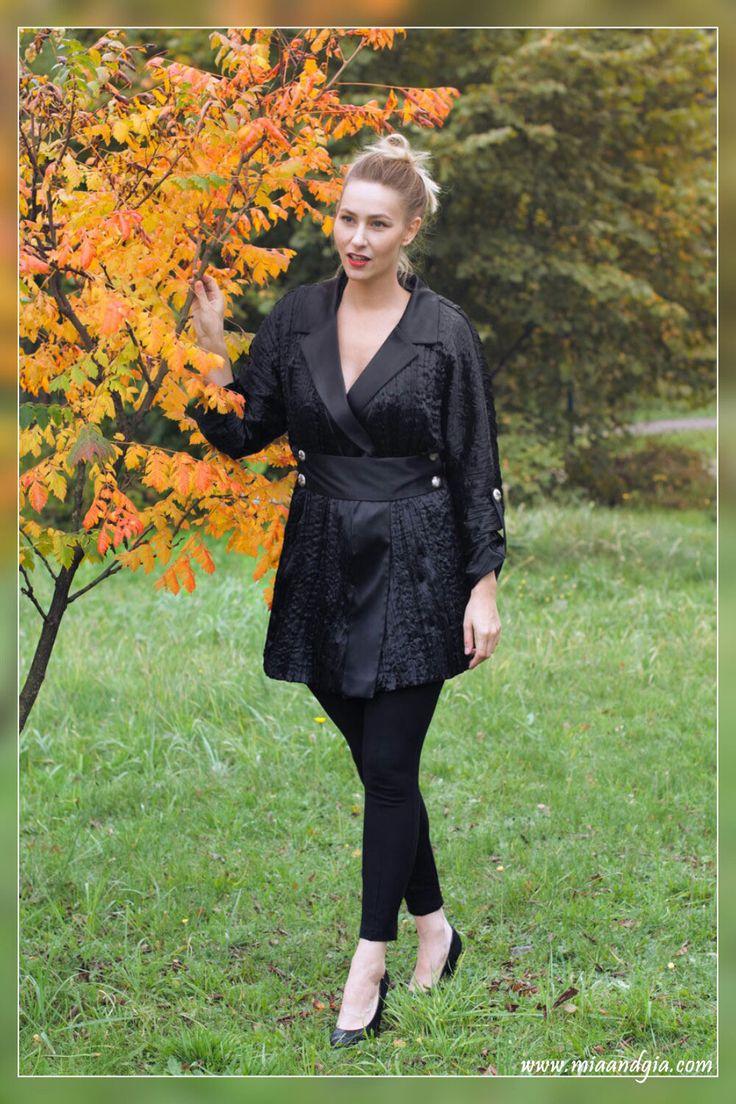 Classy, black, satin #coat with silver buttons <3 | Czarny płaszcz z kreszowanej satyny ze srebrnymi guzikami <3 --  #totalblacklook #fashion #fashionista #fashiondesign #fashionblogger #autumn #fall #coats #classy #style #trends #moda #jesien #elegancki #czarny #plaszcz #패션 #여성의류 #가을 #코트