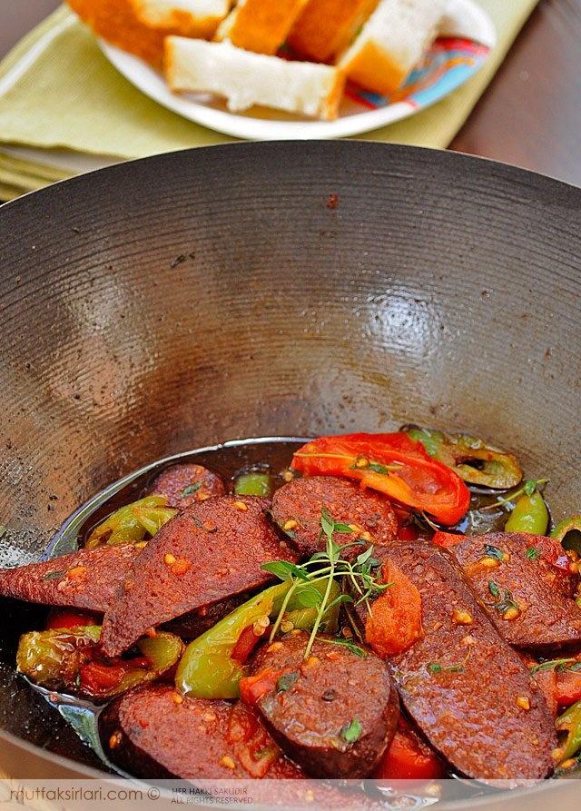 Taze Kekikli Sucuk Kavurma Tarifi   Mutfak Sırları - Yemek Tarifleri