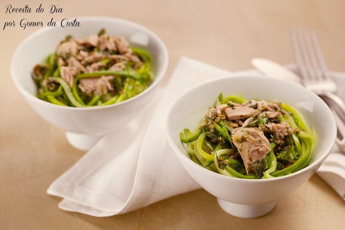 Espaguete de abobrinha ao molho de alho e ervas (Sem glúten)