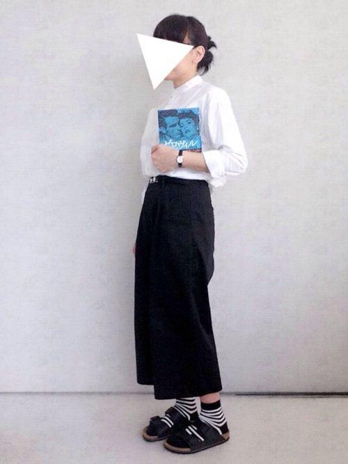 今日もまた白シャツ。シャツ好きです。 このシャツはお気に入りの1枚。 首が短いのでバンドカラーの方が似合うような気がします。  今日は数日前に読み終えたエリクソンの『ゼロヴィル』を紹介したくてコーデを組みました。 本が引き立つように洋服はシンプルモノトーンに。  スティーヴ・エリクソンは大好きです。 この本はちょっと村上春樹さんぽかったから(村上春樹さんも中学生の頃から愛読してます)割と読みやすいエリクソンだと思います。内容は映画をメインにしたものです。 装丁の男女は1951年に公開された映画『陽のあたる場所』のエリザベス・テイラーとモンゴメリー・クリフト。 この頃の映画(ローマの休日、エデンの東、etc...)はファッションも好きだし、女優も俳優も素敵です。 私は小さい頃グレゴリー・ペックが大好きでした。  本の事はHPのdiaryやTwitterやブクログに載せています。 どちらかと言えばマニア向けかも知れませんが、本に興味のある方は見てみてください ブクログ→yagisati  散った桜が綺麗だったので小窓に写真を載せました   ベルト/GU