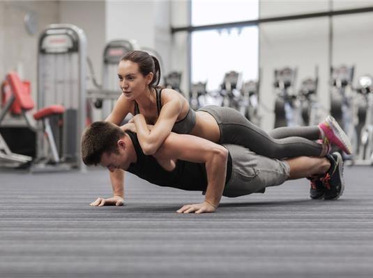 Minden edzés egy kihívás önmagaddal szemben, de miért kéne egyedül csinálnod? A páros edzés újszerű próbatétel lesz, és garantáltan rákapsz az ízére!