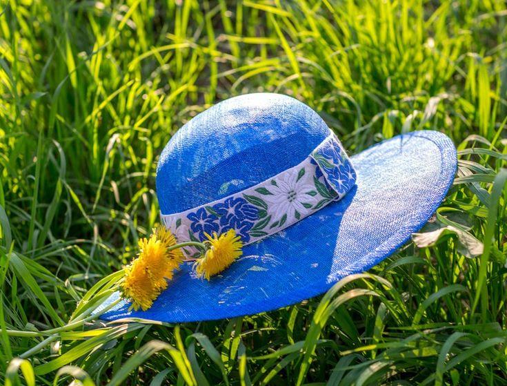 Приглашаю на мастер-класс по летним шляпкам из соломки синамей. В предверии лета всего два мастер-класса. Для дачников 20 мая и для работающих рукодельниц 4 июня. Больше таких мастер-классов в Москве в этом году пока не планируется. Легкие, невесомые, яркие, дышащие и защищающие от палящих лечей солнца. С широкими полями или шляпки в стиле английской королевы!…