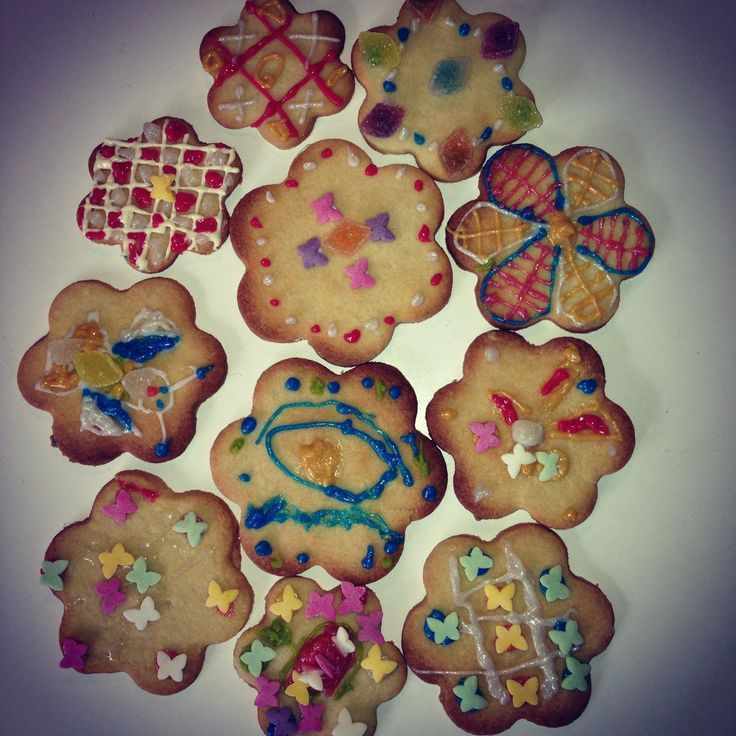 Half term. Still Raining. We are decorating homemade biscuits #nationalbiscuitday #yum